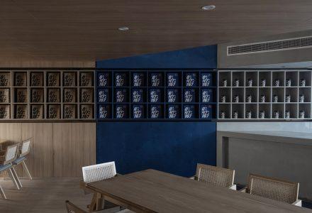 """青岛·""""理想之蓝""""咖啡厅设计 / 开尺设计"""