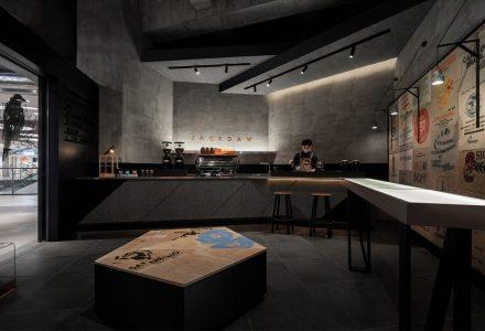 """广东中山·""""JACKDAW COFFEE墨雀""""咖啡店设计 / 三品"""