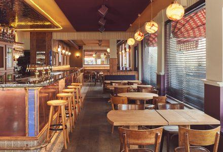 荷兰阿姆斯特丹·Arie街角酒吧 / Modijefsky