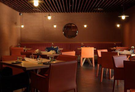 """北京·""""半山腰""""云南菜餐厅设计 / CPLUS"""