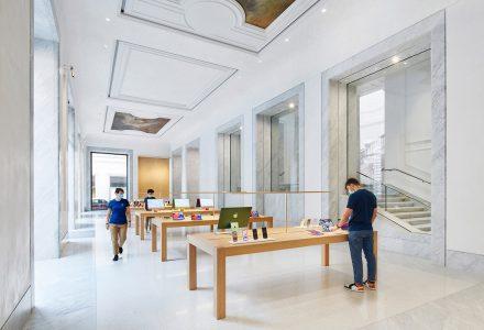罗马·Corso大道苹果零售店设计 / Foster+Partners
